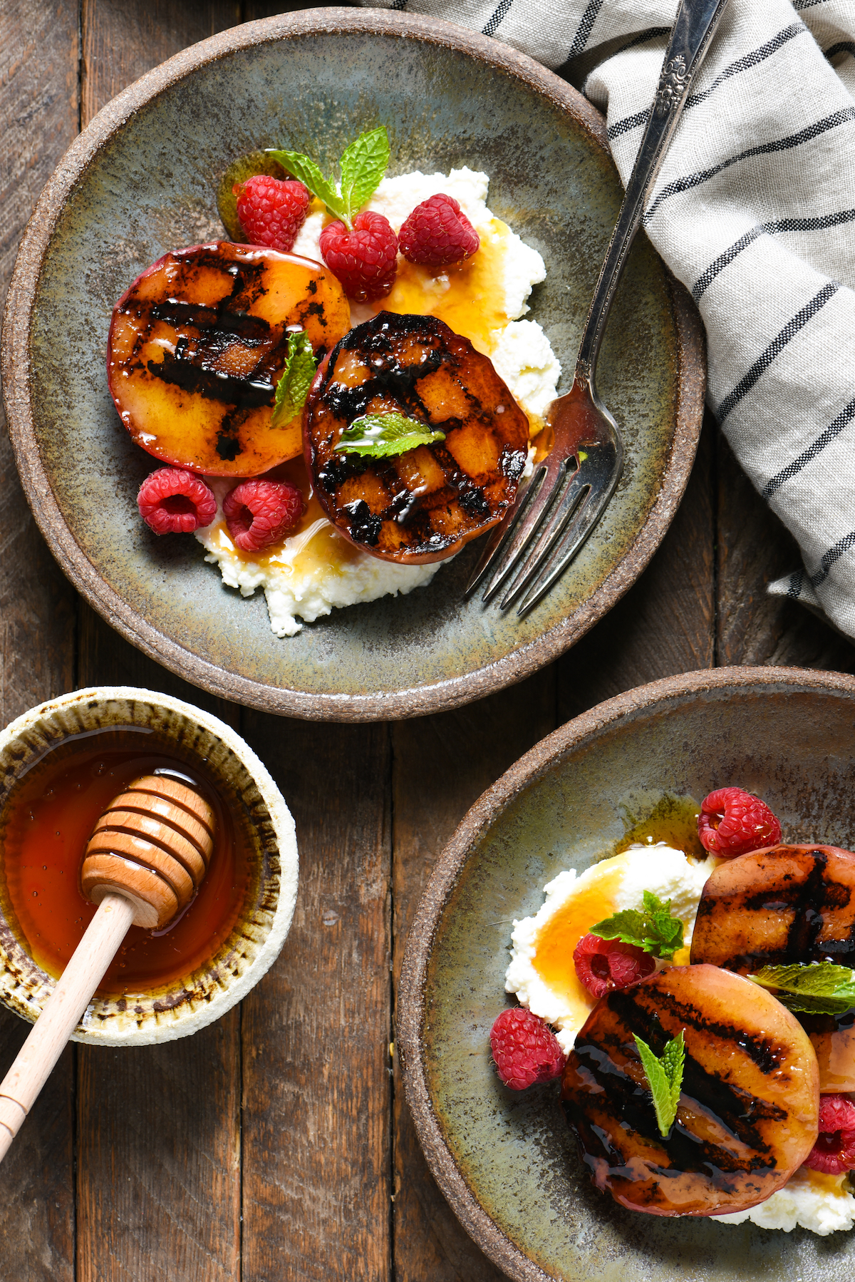 grilled-peaches-with-ricotta-raspberries